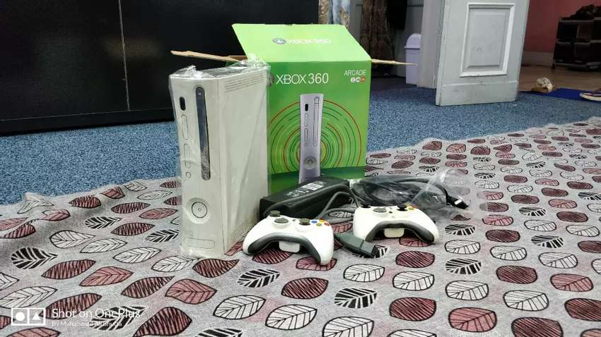 Microsoft Xbox 360 with Wire & Wireless Controllers 27